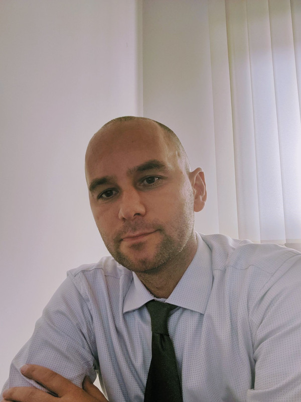 Wojciech Michnik headshot