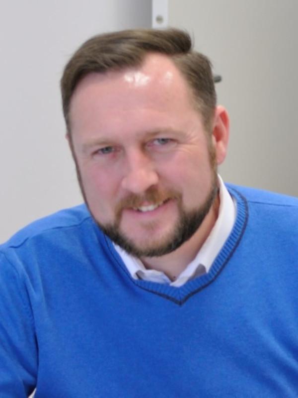 Artur Oziębło headshot