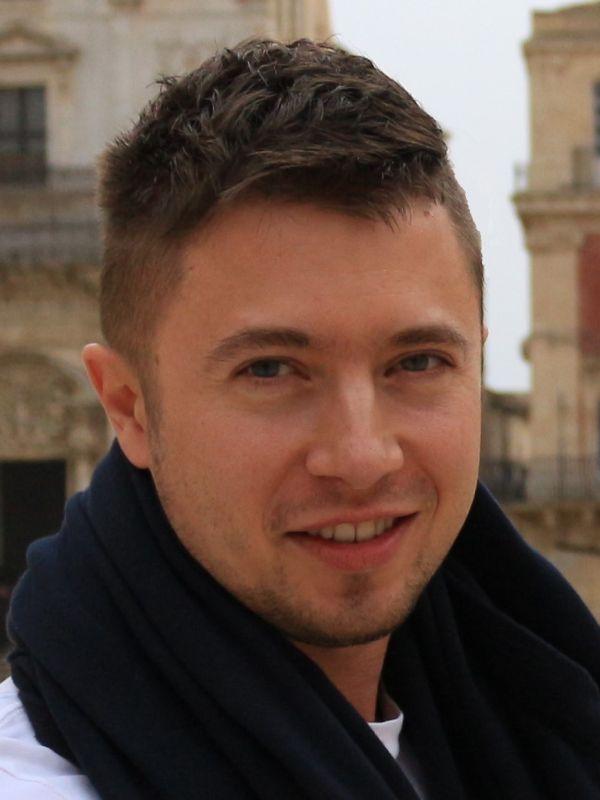 Piotr Sulikowski headshot